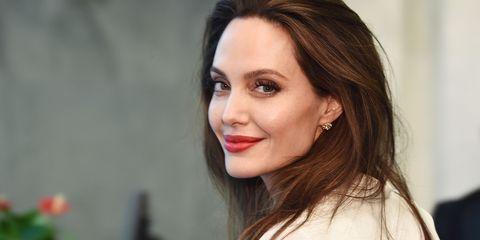 Hair, Lip, Face, Eyebrow, Hairstyle, Beauty, Chin, Brown hair, Skin, Forehead,