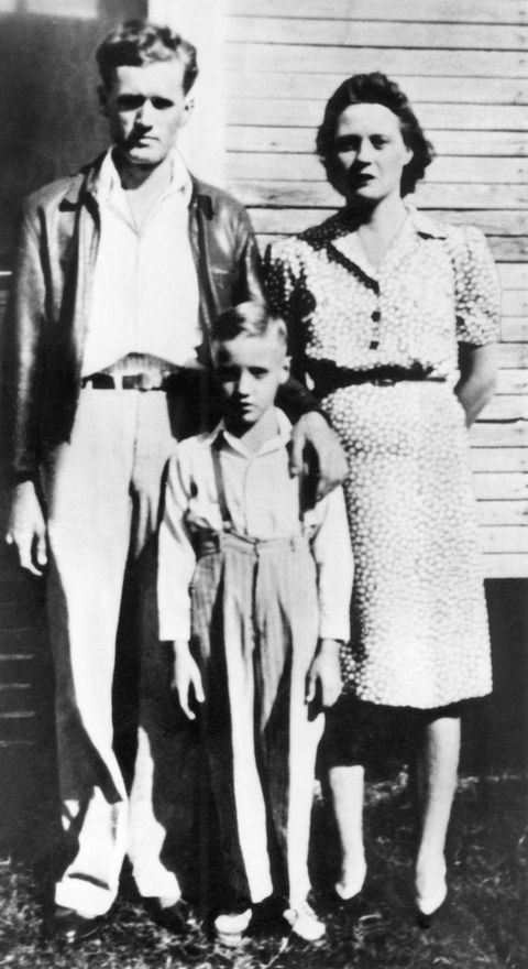 united states   january 01  usa  photo of elvis presley, as a child with his parents   l r vernon presley, elvis presley as child, gladys presley  photo by rbredferns