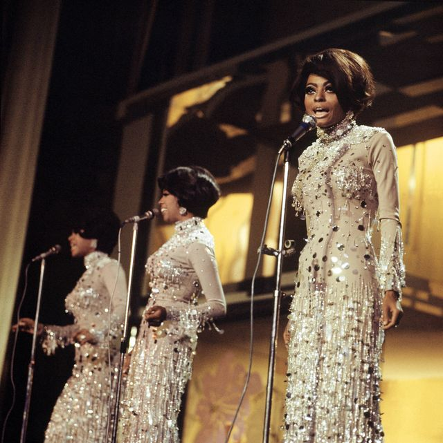unspecified   january 01  photo of cindy birdsong and diana ross and supremes and mary wilson group performing on stage l r cindy birdsong, mary wilson, diana ross  photo by rbredferns