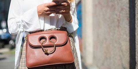 Bag, Handbag, Fashion accessory, Street fashion, Brown, Coin purse, Eyewear, Shoulder, Leather, Glasses,