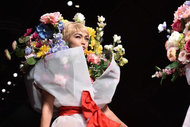 milan, italy   september 21  gigi hadid walks the runway at the moschino show during milan fashion week springsummer 2018 on september 21, 2017 in milan, italy  photo by jacopo raulegetty images