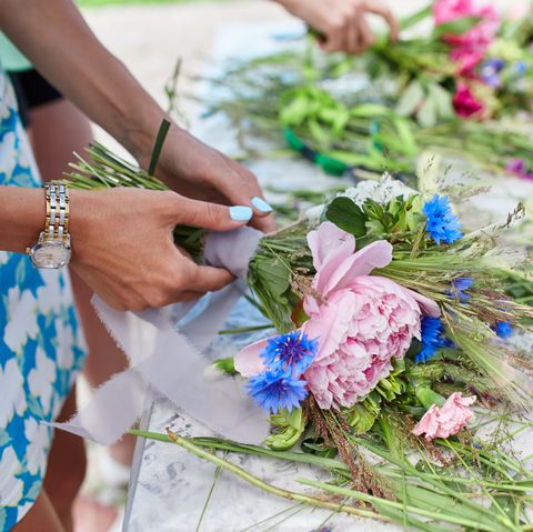 Made with your own hands. Master class on making bouquets. Manufacturer of a summer Bridal bouquet. Learning flower arranging, making beautiful bouquets with your own hands