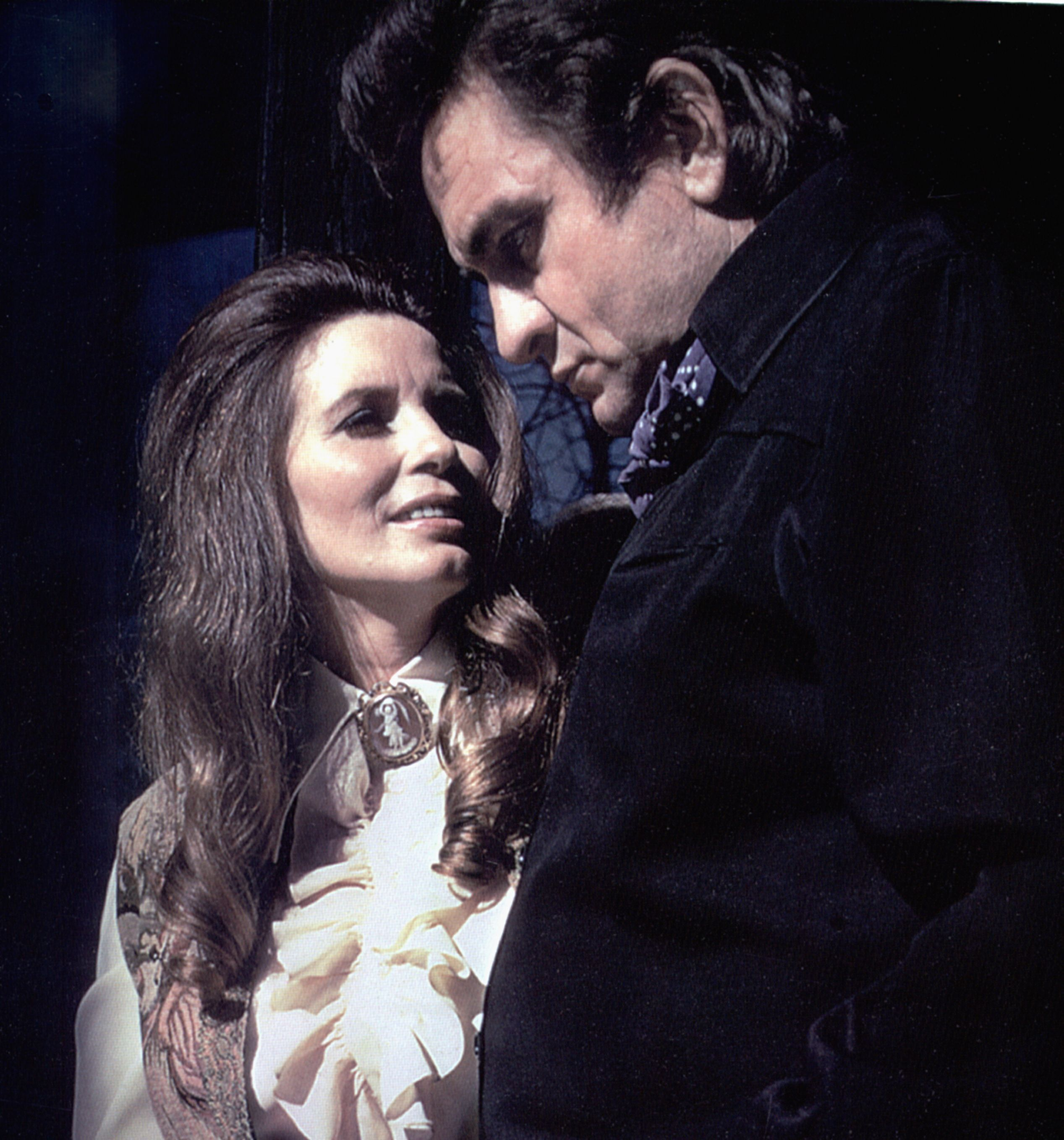 Video of johnny cash proposing to june carter on stage