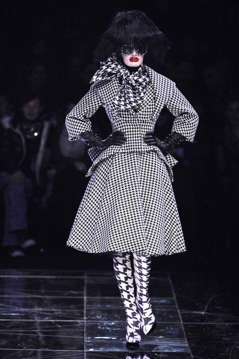 Fashion, Runway, Clothing, Fashion model, Fashion design, Fashion show, Haute couture, Black-and-white, Outerwear, Dress,
