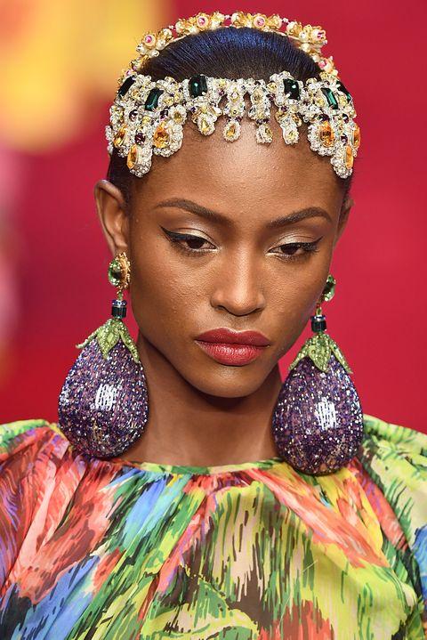 Hair, Hairstyle, Beauty, Hair accessory, Headpiece, Fashion, Fashion accessory, Headgear, Jewellery,