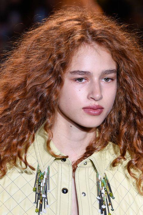 Hair, Face, Hairstyle, Eyebrow, Beauty, Lip, Long hair, Hair coloring, Brown hair, Chin,