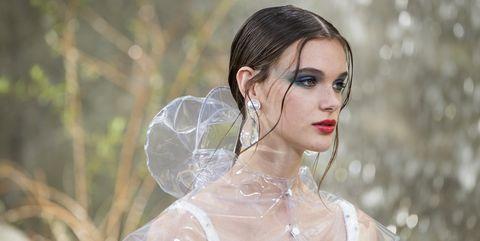 Hair, Beauty, Veil, Hairstyle, Fashion, Skin, Dress, Lip, Bridal accessory, Headpiece,
