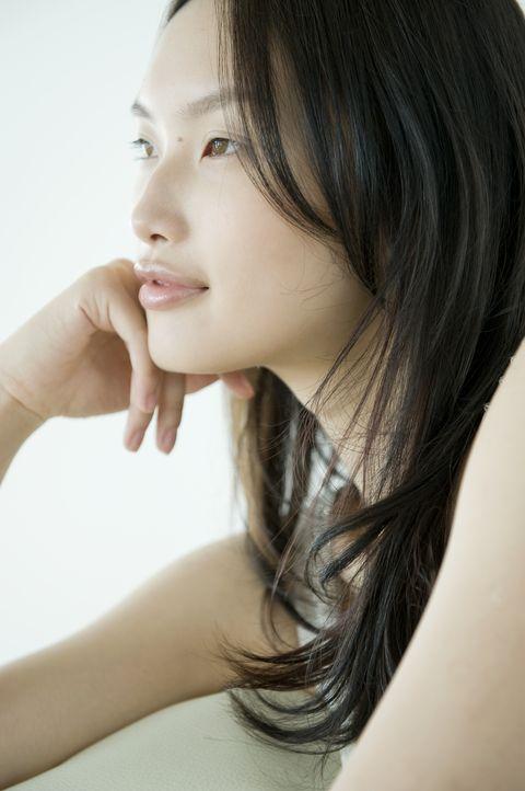 Hair, Face, Hairstyle, Chin, Skin, Beauty, Lip, Forehead, Eyebrow, Long hair,