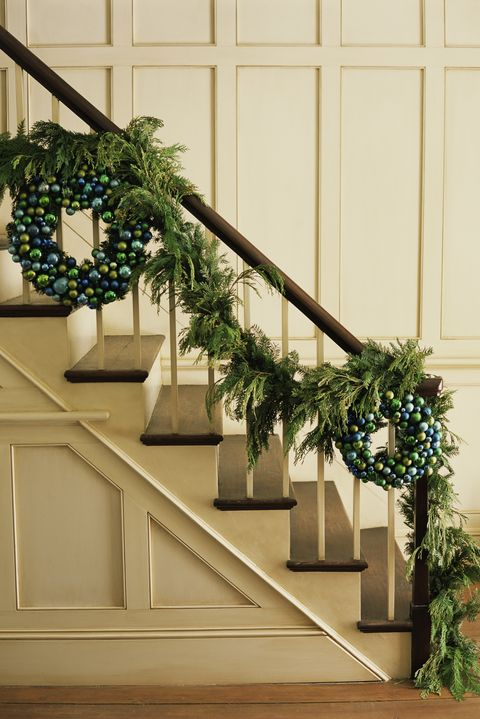 christmas garland ideas - Banister Christmas Garland Decor