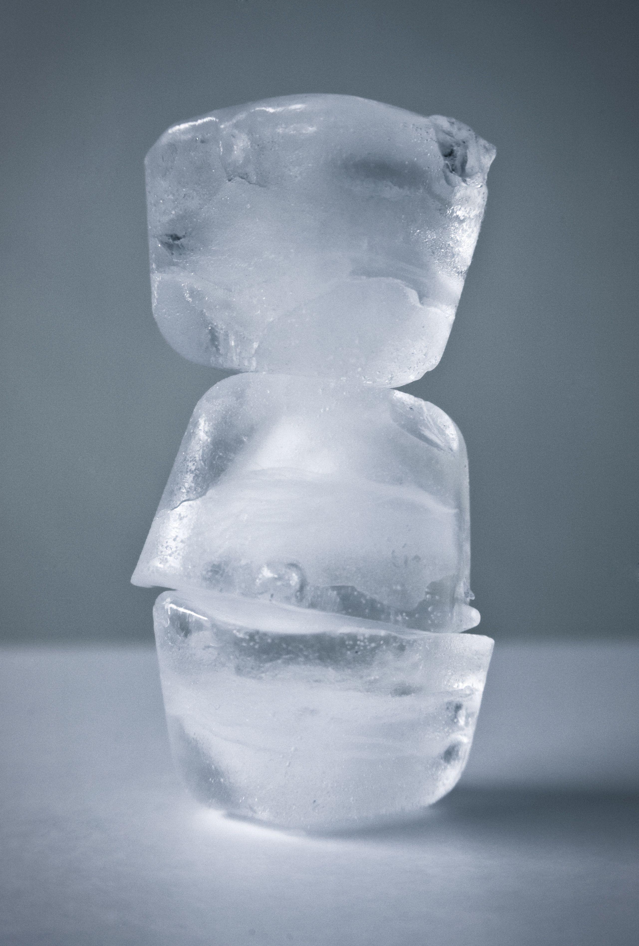 Applicare cubetti di ghiaccio sul viso è la soluzione antiage del secolo?