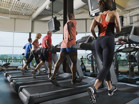 mannen-vrouwen-hardlopen-loopband