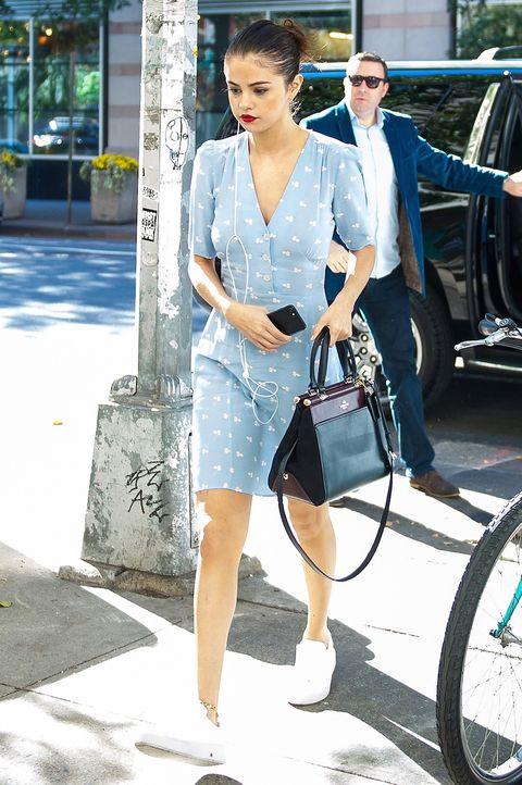 Street fashion, Photograph, Clothing, Snapshot, Fashion, Denim, Vehicle, Leg, Bicycle, Footwear,