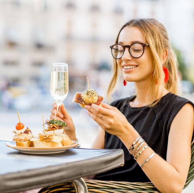 Eating, Food, Glasses, Eyewear, Fast food, Dish, Junk food, Cuisine, Food craving, Meal,