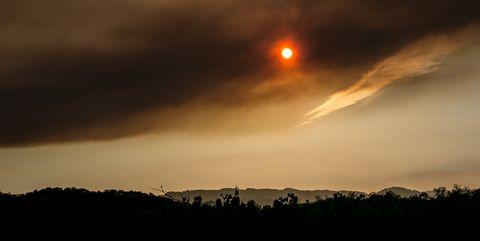 Sky, Cloud, Atmospheric phenomenon, Horizon, Atmosphere, Light, Sunset, Evening, Morning, Sunrise,