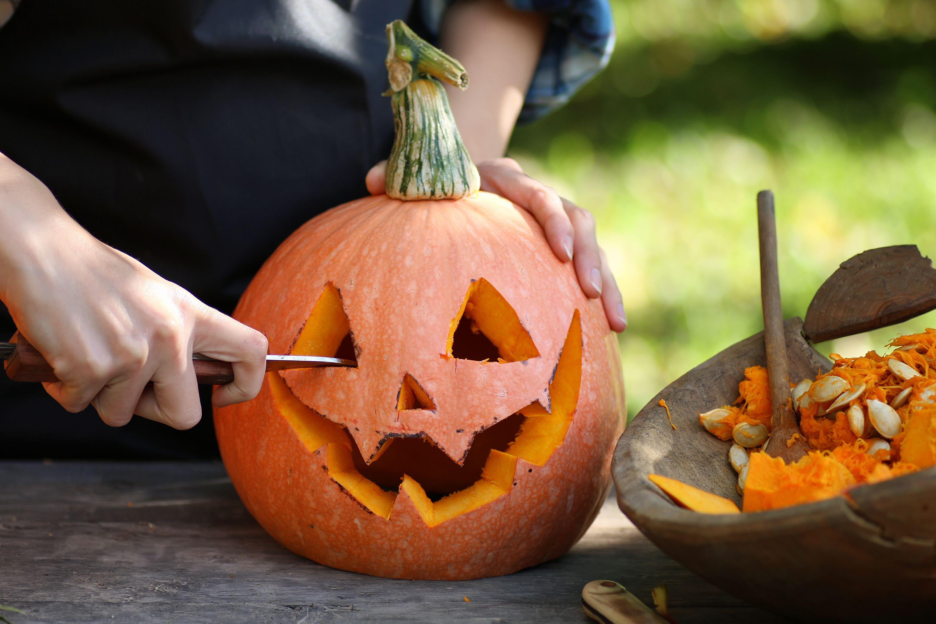 how to carve a pumpkin pumpkin carving tips rh popularmechanics com pumpkin carving halloween wars carve halloween pumpkin video