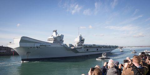 Vehicle, Ship, Warship, Naval ship, Dock landing ship, Boat, Sky, Navy, Amphibious transport dock, Guided missile destroyer,