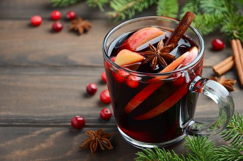 Punsch, Drink, Food, Punch, Non-alcoholic beverage, Mulled wine, Alcoholic beverage, Ingredient, Cinnamon, Liqueur,