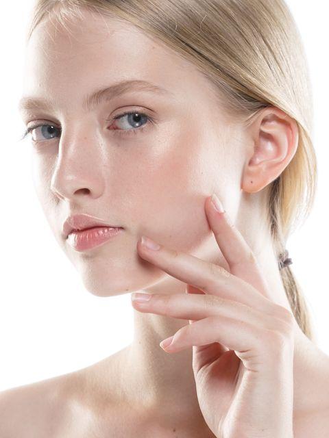 早坂香須子さんがレクチャー! 今試すべき、コロナ明けのおブス克服 小顔&マインドケアtips6|tips①:まずはクレンジングで肌を浄化