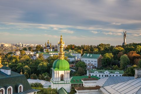 Roof, Landmark, Dome, Dome, Finial, Residential area, Spire, Byzantine architecture, Holy places, Place of worship,