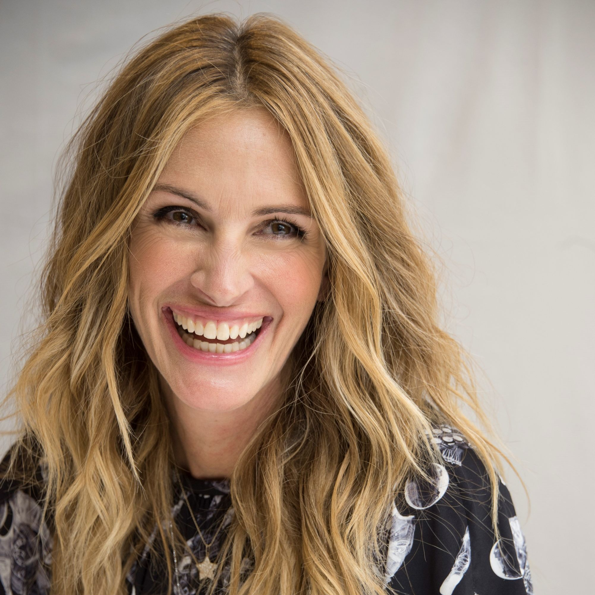 Julia Roberts' New Tousled Lob is the Shortest Cut She's Worn in Years