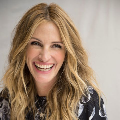 Julia Roberts Cut Her Hair Into A Tousled Lob Her Shortest