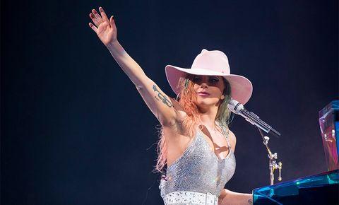 Performance, Music artist, Entertainment, Singing, Music, Singer, Performing arts, Microphone, Musician, Pop music,