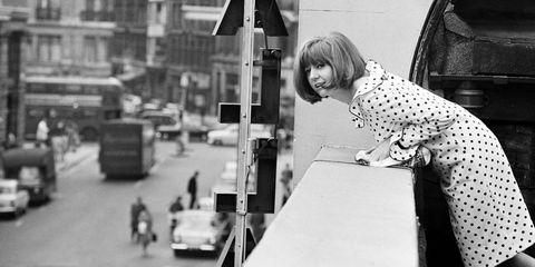 White, Photograph, Black, Black-and-white, Monochrome, Street, Monochrome photography, Snapshot, Child, Standing,
