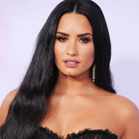Hair, Long hair, Black hair, Clothing, Hairstyle, Model, Beauty, Brown hair, Lip, Skin,
