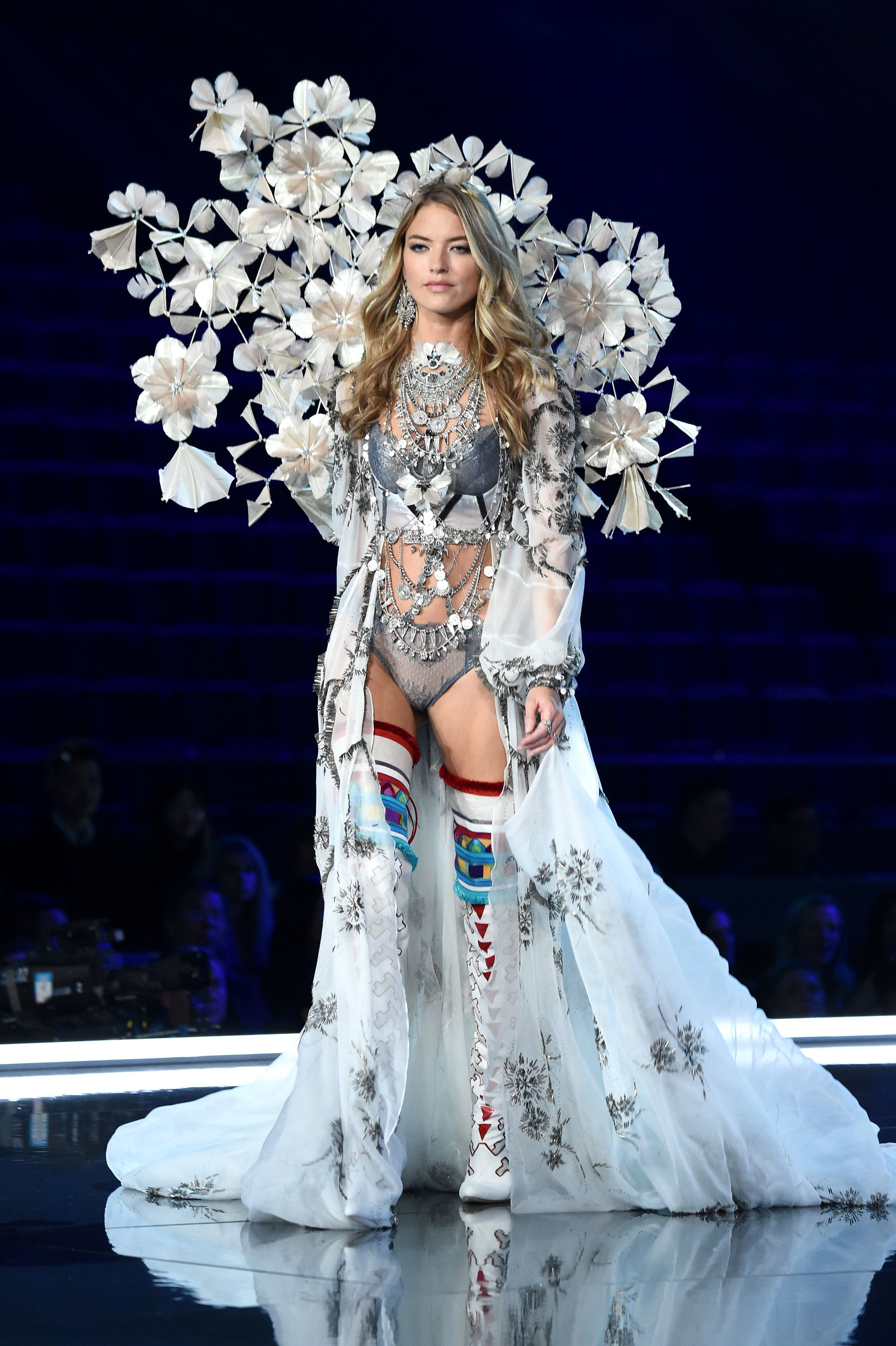 5ad6e7593d82a 33 Best Victoria Secret Angel Wings 2017 - VS Fashion Show 2017 Wings