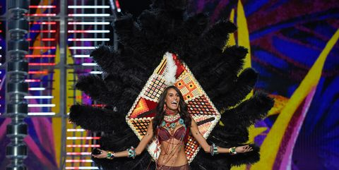Performance, Fashion, Event, Fun, Performance art, Stage, Black hair, Performing arts, Carnival, Festival,