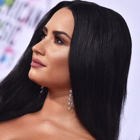 Hair, Face, Eyebrow, Black hair, Hairstyle, Lip, Skin, Beauty, Forehead, Head,