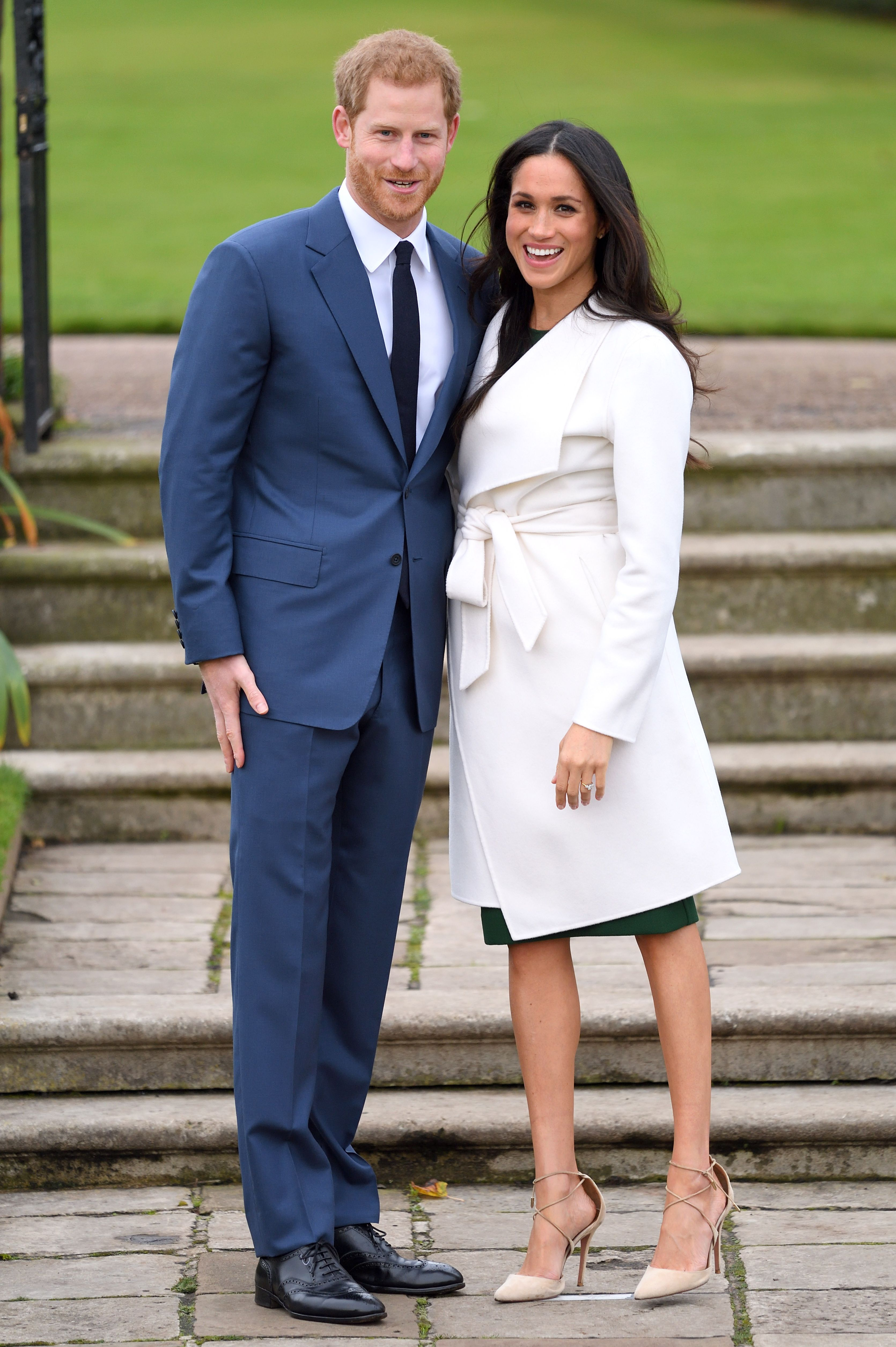 meghan markle red carpet outfit
