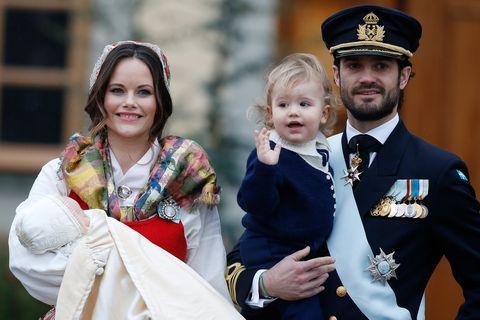 Tradition, Uniform, Event, Monarchy, Ceremony, Gesture, Headpiece, Fashion accessory, Prince,