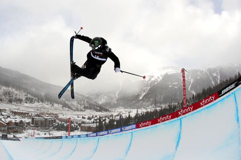 Sports, Skier, Skiing, Snow, Outdoor recreation, Recreation, Freestyle skiing, Extreme sport, Individual sports, Winter sport,