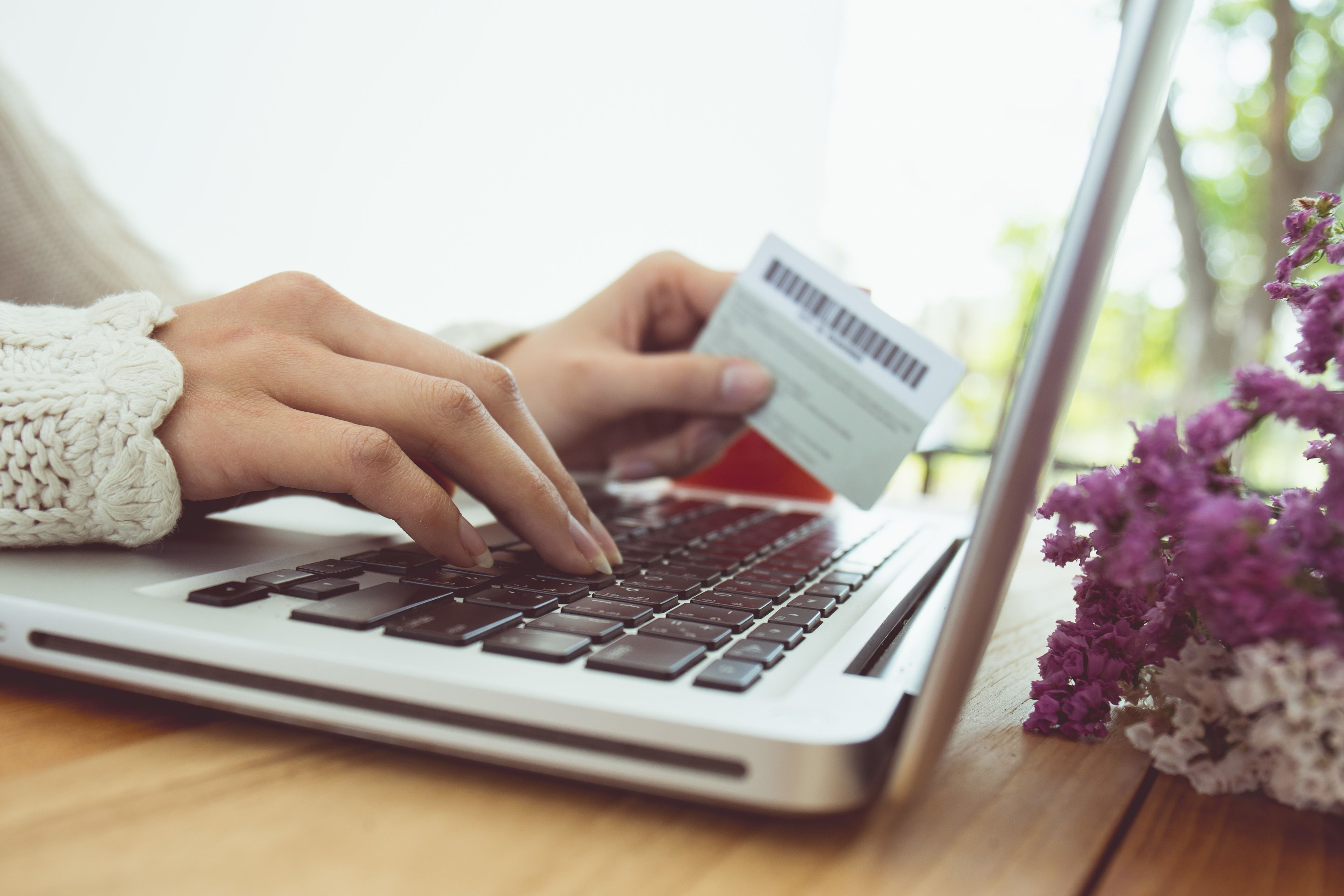 These Are the 8 Best Online Shopping Hacks for Saving Money