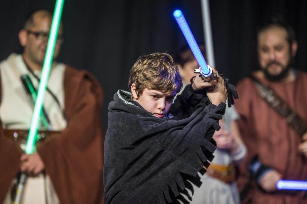 Come funziona, davvero, una spada laser?
