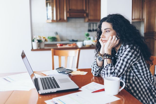 anxious young woman, looking at a computer screen
