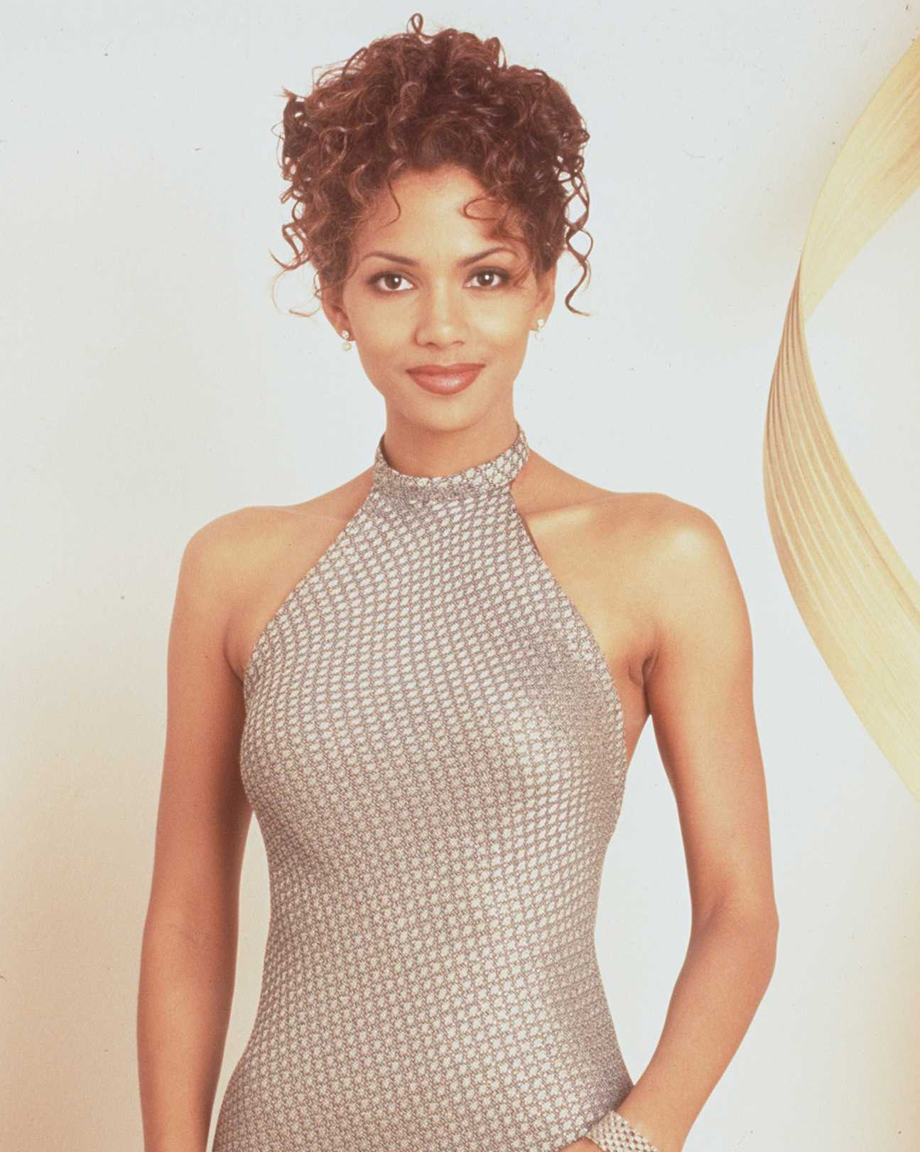 Always Elegant In 1996, Halle starred in The Rich Man's Wife .