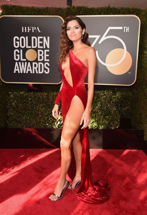 Red carpet, Carpet, Clothing, Dress, Red, Flooring, Fashion, Thigh, Model, Premiere,