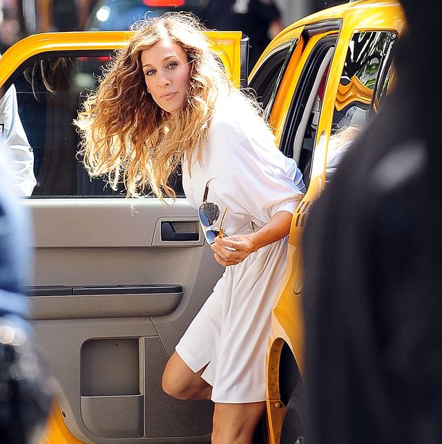 new york   september 01  actress sarah jessica parker filming on location for sex and the city 2on the streets of manhattan on september 1, 2009 in new york city  photo by gustavo caballerogetty images