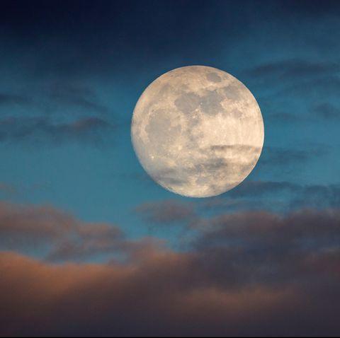Moon, Sky, Full moon, Daytime, Nature, Atmosphere, Celestial event, Cloud, Moonlight, Atmospheric phenomenon,