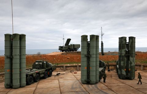 S-400 Triumf anti-aircraft weapon systems go on combat duty in Sevastopol, Crimea