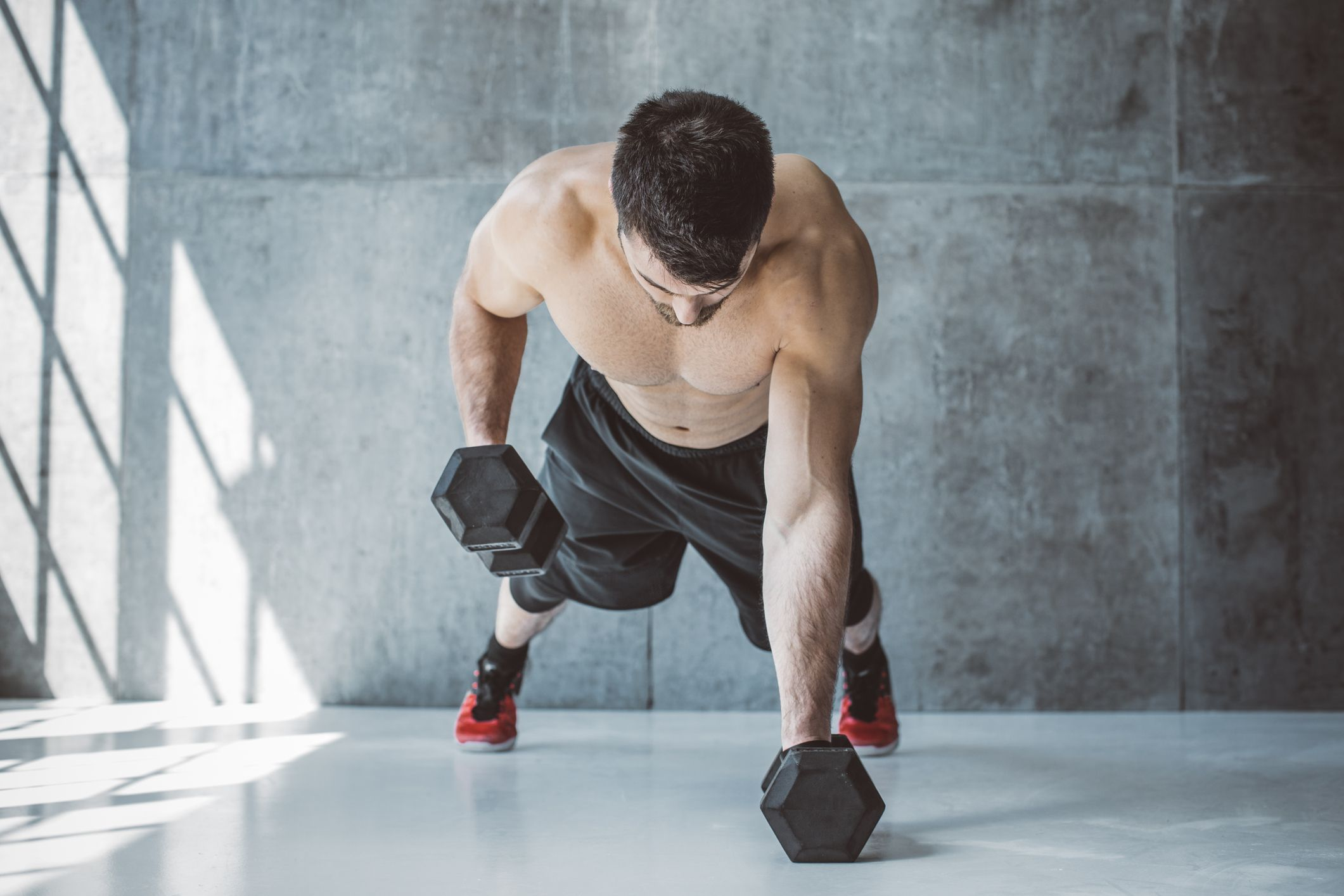 This Calorie-Burning Dumbbell Workout Strengthens Your Chest, Back and Arms For Real Size