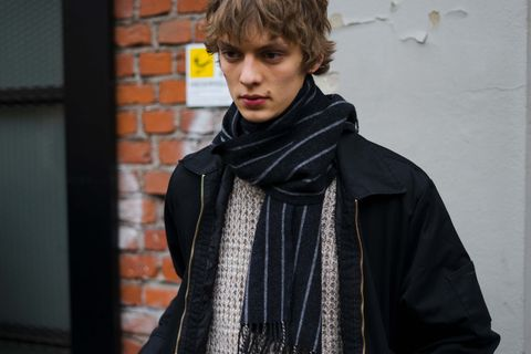 Scarf, Clothing, Fashion, Street fashion, Stole, Outerwear, Fashion accessory, Shawl, Neck, Textile,