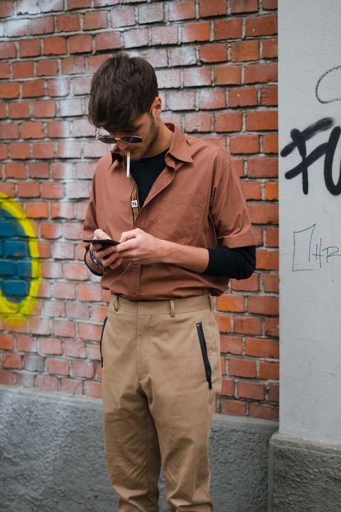 Street fashion, Snapshot, Khaki, Cool, Fashion, Human, Photography, Jeans, T-shirt, Sleeve,