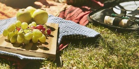Picnic, Food, Recreation, Dish, Cuisine, Vegetarian food, Meal, Summer, Grass, Sunlight,