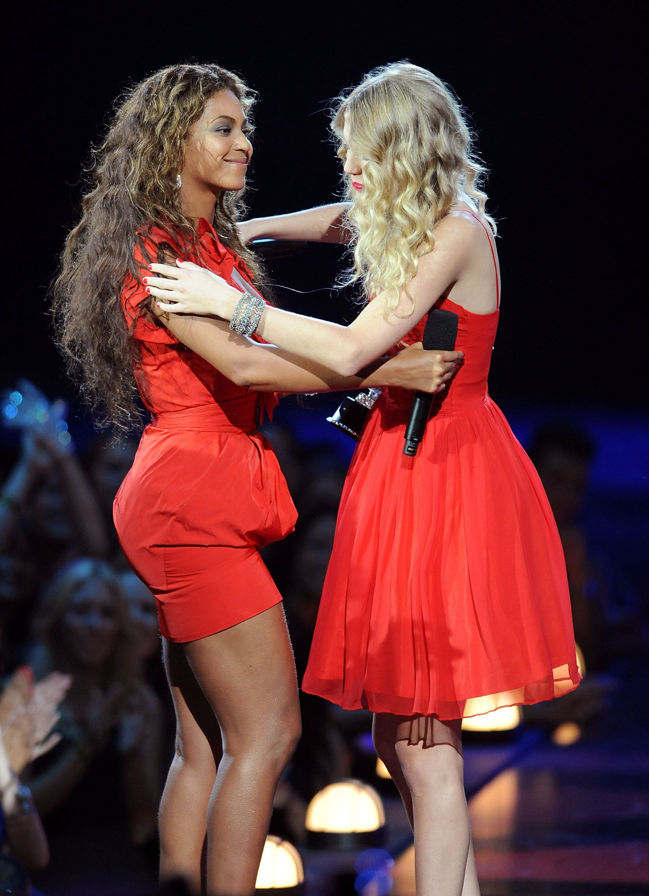Beyoncé and Taylor Swift Both Cried After Kanye West's Interruption at the 2009 MTV VMAs