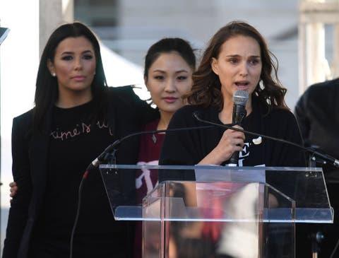 TOPSHOT-US-POLITICS-PROTEST-WOMEN