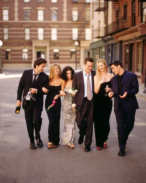 385848 01 cast members of nbcs comedy series friends pictured david schwimmer as ross geller, jennifer aniston as rachel green, courteney cox as monica geller, matthew perry as chandler bing, lisa kudrow as phoebe buffay, matt leblanc as joey tribbiani photo by warner bros television