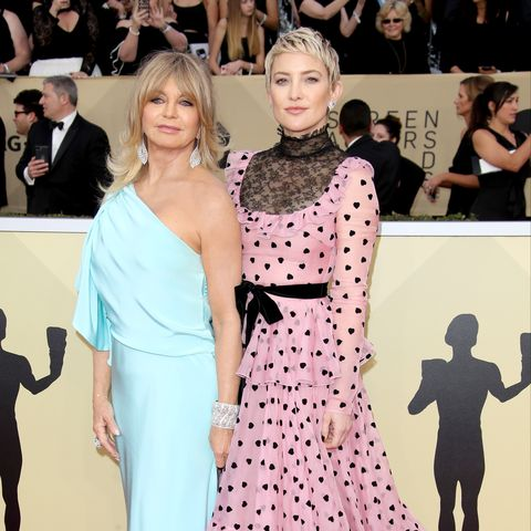 los angeles, ca   january 21 l r goldie hawn and kate hudson arrive at the 24th annual screen actors guild awards at the shrine auditorium on january 21, 2018 in los angeles, california photo by dan macmedangetty images